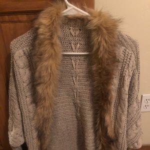 Cardigan shawl with fur collar